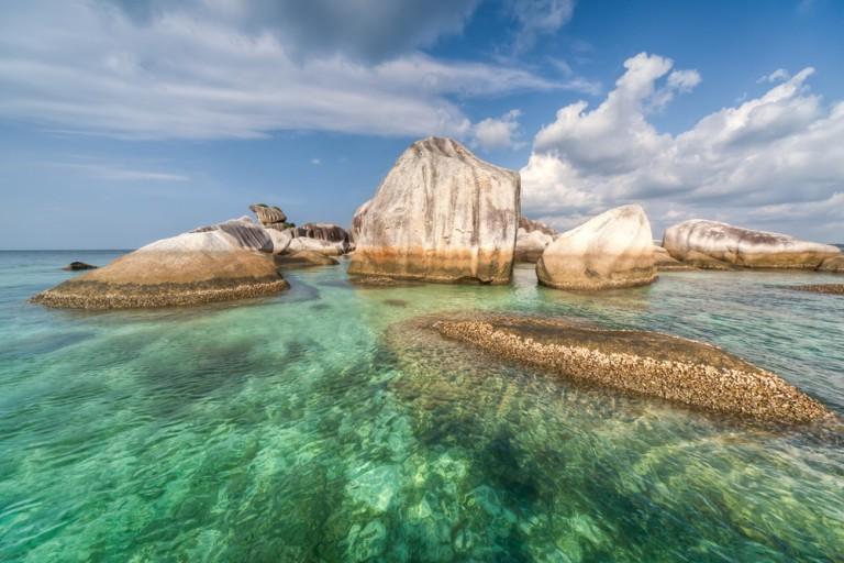 Pantai-Tanjung-Kelayang_93912346-768x512